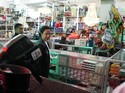 Rini Blusukan di Papua, Semen dari Rp 2 Juta Kini Rp 500 Ribu/Sak