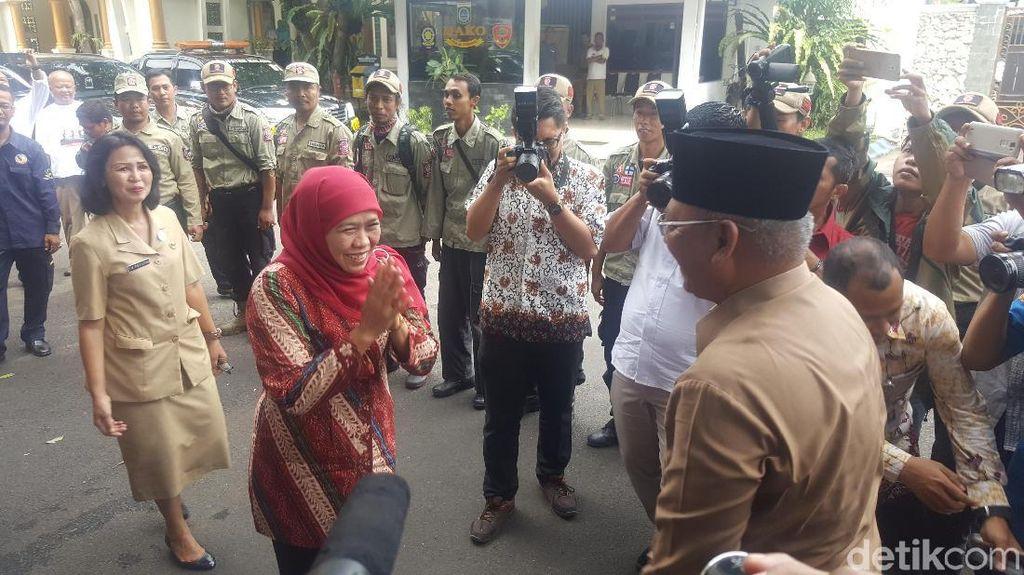 Kampanye Bupati Malang untuk Khofifah Saat Pembagian PKH