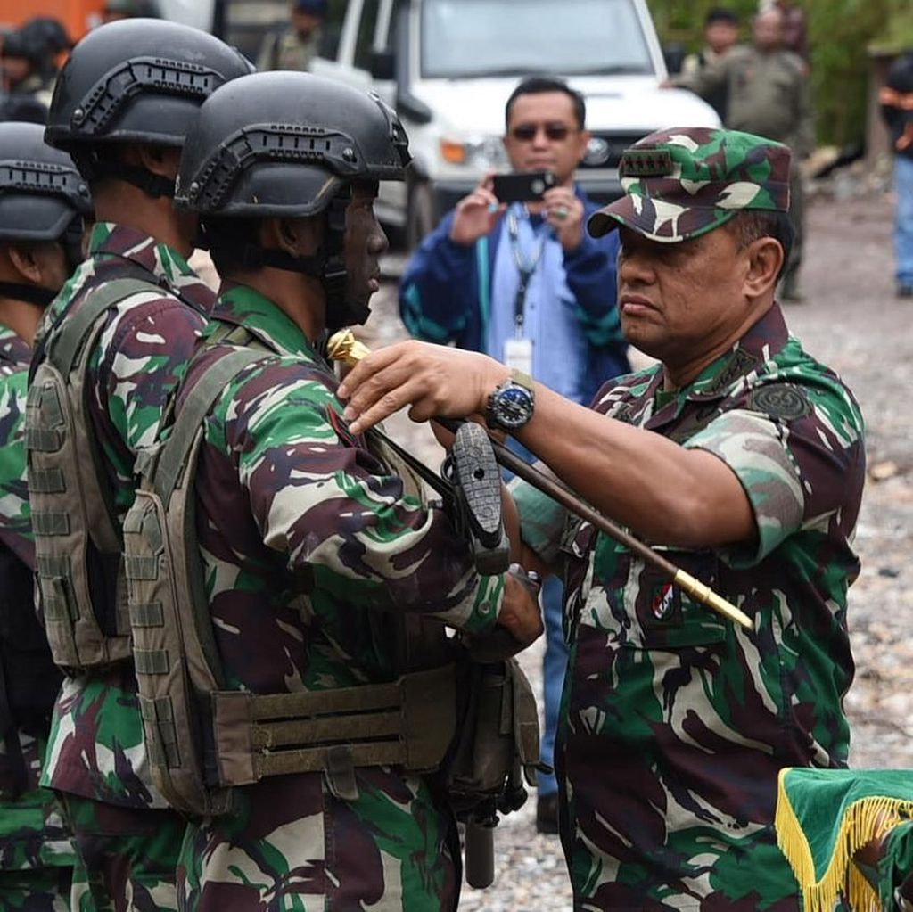 Jenderal Gatot Beri Penghargaan Prajurit TNI yang Bebaskan Sandera di Papua