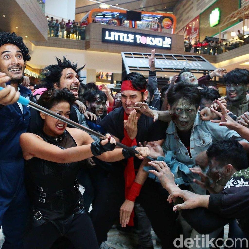 Serbuan Zombie 5 Cowok Jagoan di Mall