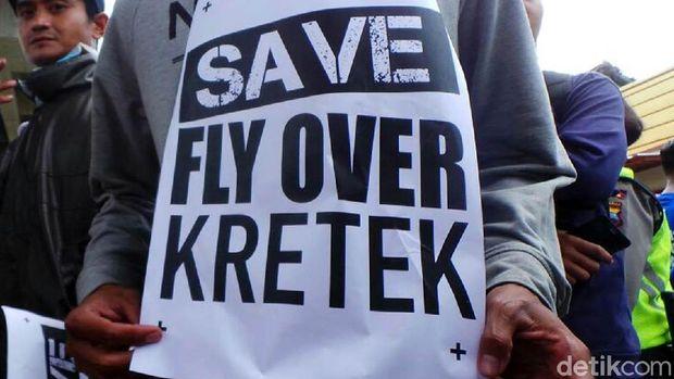 Warga demo menuntut flyover Kretek Brebes ditutup