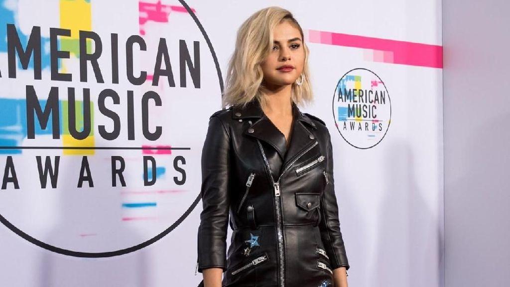 Lady Gaga, Selena Gomez hingga BTS Ramaikan Red Carpet AMAs 2017