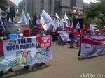 Tuntut Gubernur Jateng Abaikan PP No 78, Massa Buruh Siap Menginap