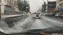 Video: Jeddah Banjir setelah Hujan Lebat, Jalan dan Mobil Terendam