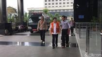 Diperiksa KPK, Setya Novanto Berjalan Sambil Dituntun