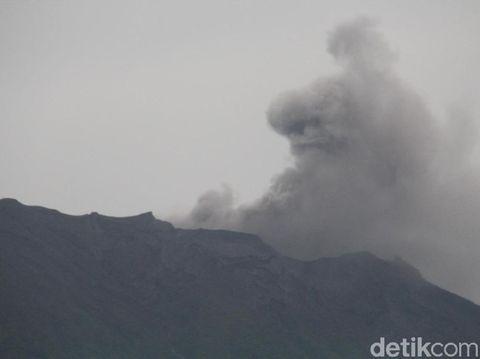 Gunung Agung Erupsi, Masyarakat Diimbau Tetap Tenang
