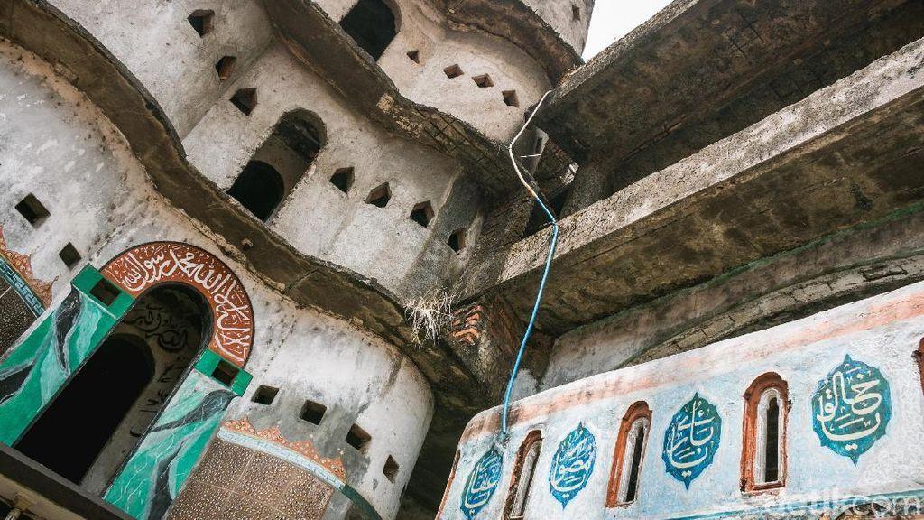 Seperti Lawang Sewu, Masjid Ini Punya Seribu Pintu