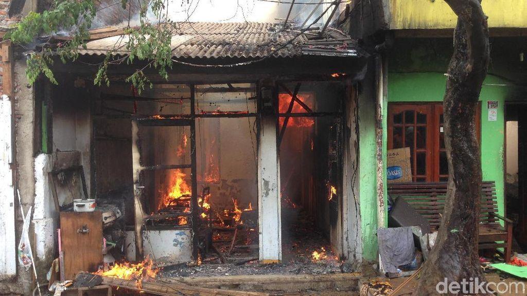 Kebakaran di Matraman, 2 Rumah dan 1 Toko Hangus