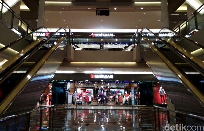 PT Matahari Department Store Tbk (LPPF) kembali melakukan penutupan toko. Setelah belum lama menutup outlet Matahari di Pasaraya Manggarai dan Blok M, kini giliran di Mall Taman Anggrek.
