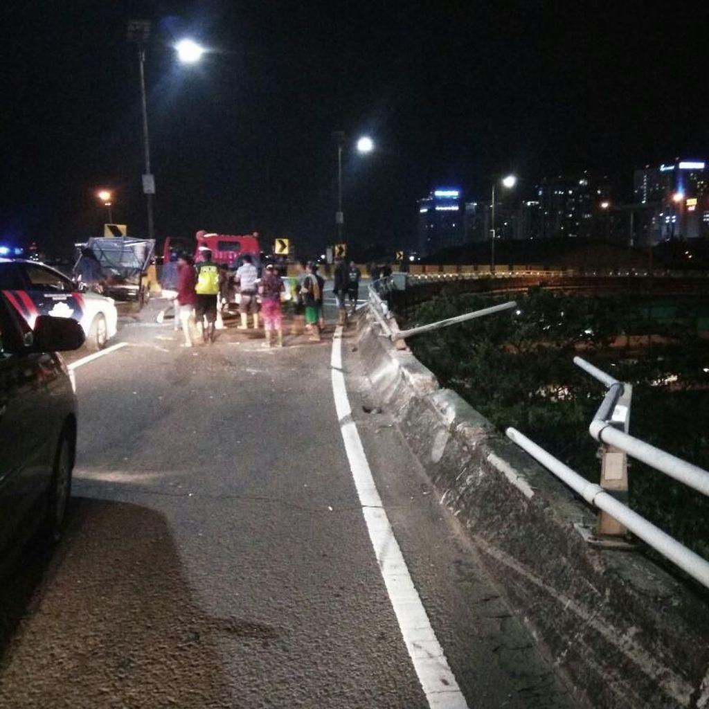 Kecelakaan Pikap di Tol Tanjung Priok, 2 Orang Tewas