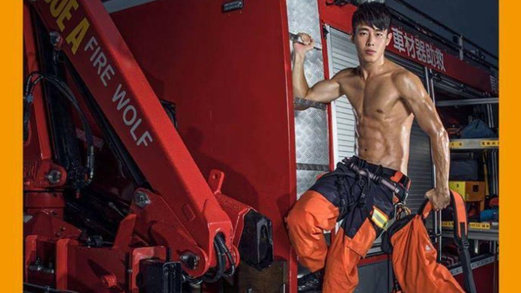 Foto: Pemadam Kebakaran Taiwan yang Bikin Cewek Deg-degan