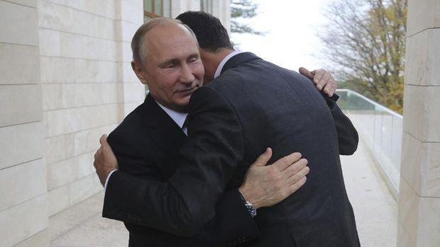 Pelukan hangat Putin untuk Assad saat keduanya bertemu pada 20 November kemarin