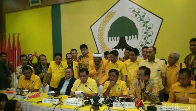 Ini Poin Hasil Pleno Golkar - Jakarta Golkar sudah menutup rapat pleno strategis yang membahas posisi Ketum Setya Keputusan utama dari rapat pleno ini