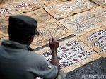 Melihat Lebih Dekat Kerajinan Lukisan Kayu di Sentani