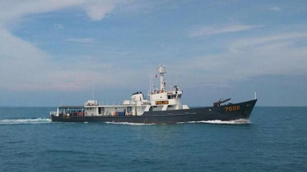 patroli dengan me   nggunakan Kapal Antasena 7006 di Sungai Landak, Kalimantan Barat.