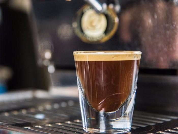 Banyak yang mengira Solo Shot Espresso paling banyak mengandung kafein. Ternyata hanya 75 mg saja lho kandungan kafeinnya. Foto: Istimewa