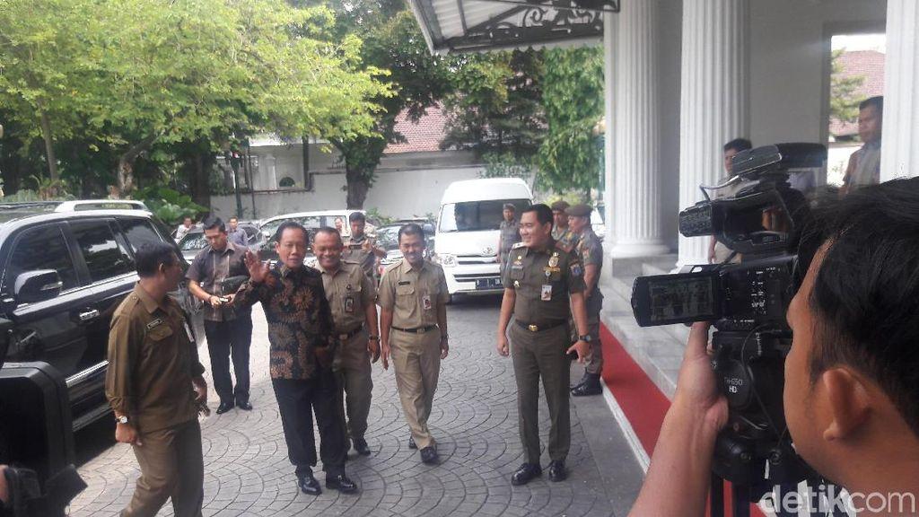 Disambut Jajar Kehormatan oleh Satpol PP, Sutiyoso Mengaku Kaget