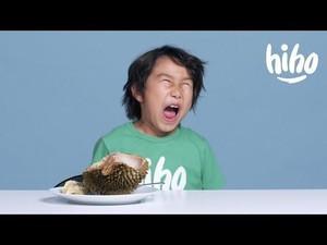 Lucunya Ekspresi Anak Bule Makan Durian hingga Warna Kuning Telur Pengaruhi Nutrisi