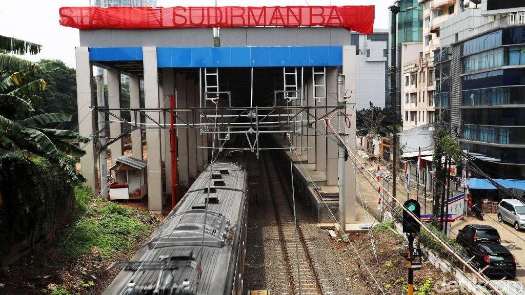 Kereta Jakarta-Bandara Soetta Beroperasi 1 Desember 2017