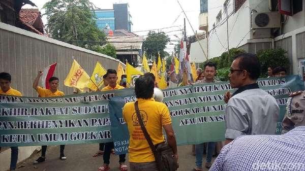 Jelang Pleno, Sempat Ada Demo di DPP Golkar Tuntut Novanto Mundur
