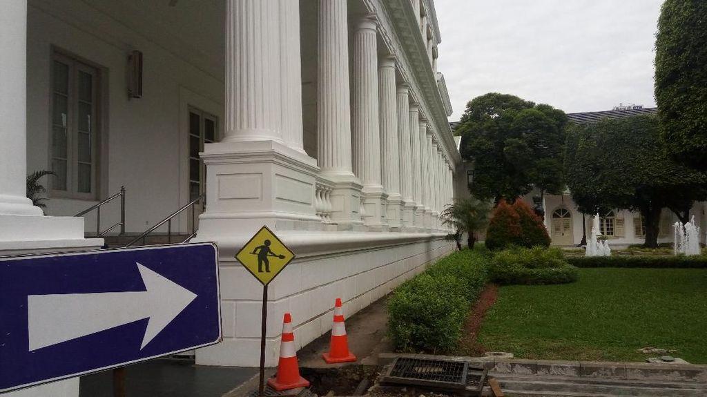 Foto: Ada Perbaikan Drainase, Jokowi Ngantor di Istana Bogor