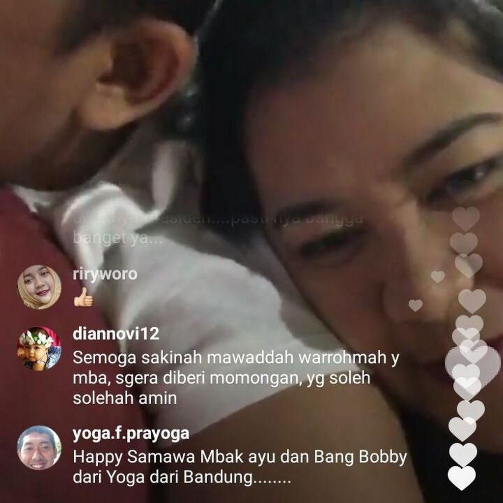 Apa Adanya Pengantin Baru Kahiyang-Bobby Saat Live di Instagram