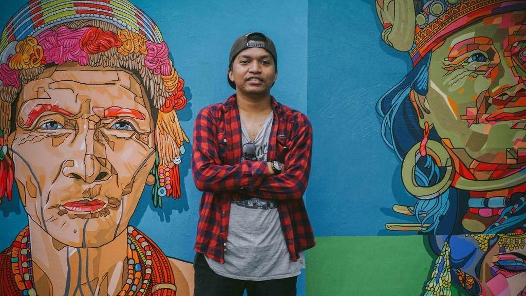 Dae Buton Bikin Mural Keberagaman di Taman Pandang Istana