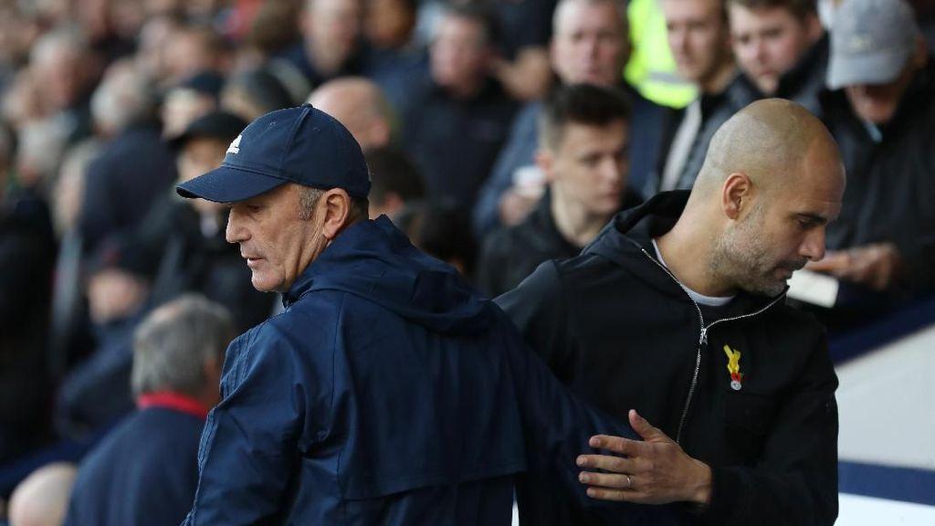 Peluk Hangat Guardiola untuk Pulis yang Baru Dipecat