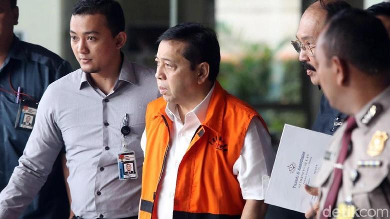 Menakar Kekuatan Surat Setya Novanto - Jakarta Pengamat hukum tata negara Refly Harun menilai surat Setya Novanto yang menolak dicopot dari Ketua DPR tidak