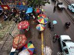 Miris, Baru Kelar Diperbaiki Jalur Pedestrian Dikuasai PKL