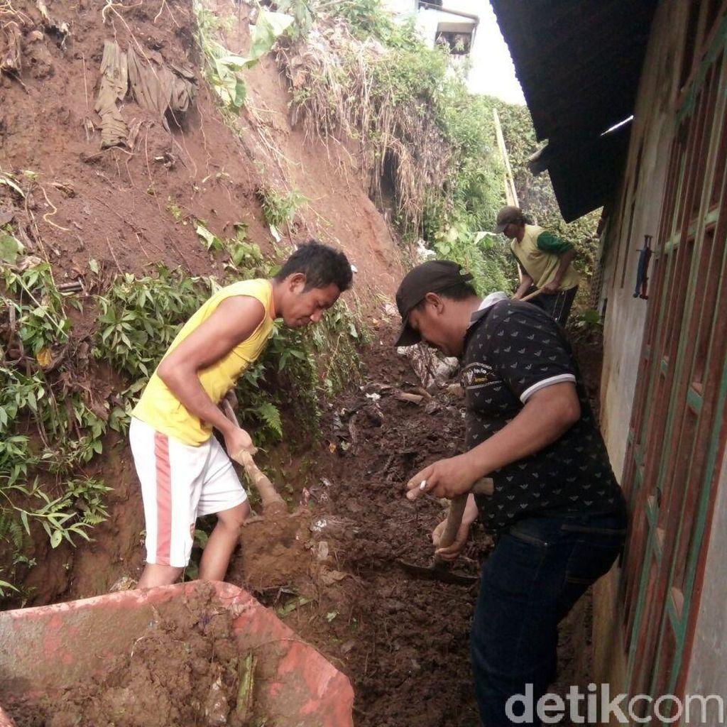 Longsor di Probolinggo Timpa 5 Rumah Warga, Dua Orang Luka
