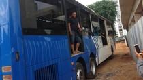 Operator: TransJ Nyangkut di Jatinegara Menyalip Bus Lain
