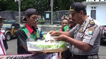 Warga Banyuwangi Tumpengan Simbol Dukung KPK Tangkap Setya Novanto