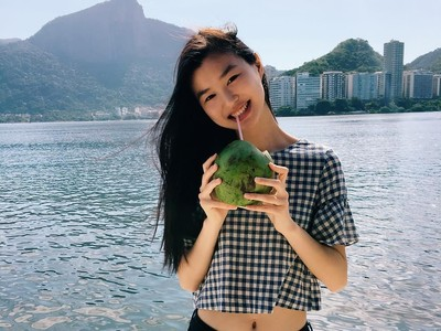 Foto: Liburannya Estelle Chen, Model China Termuda Victorias Secret
