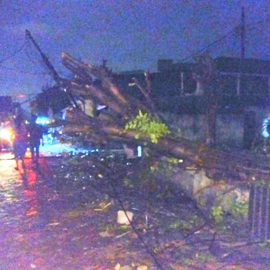 Angin Puting Beliung Rusak Ratusan Rumah Warga di Sidoarjo