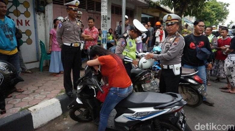 Ogah Ditilang, Seorang Wanita di Pekalongan Malah Menangis