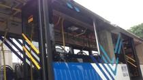 Begini Proses Evakuasi TransJ Nyangkut di Terowongan Kereta Matraman