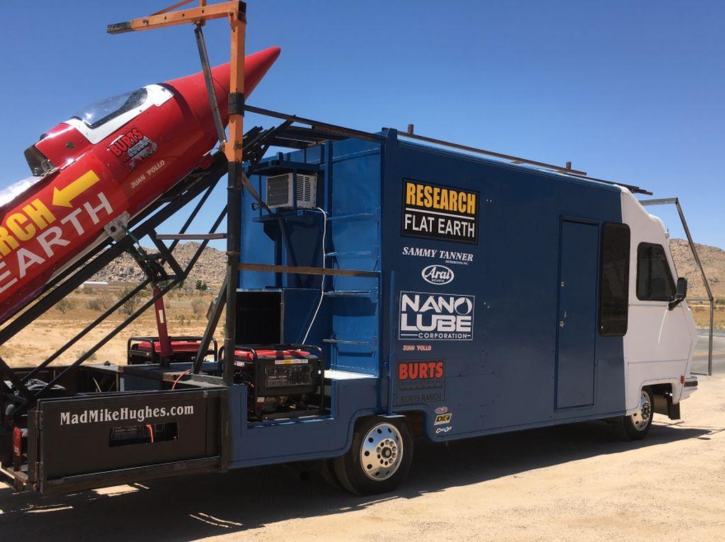 Ini Pria yang Terobsesi Buktikan Bumi Datar Pakai Roket Sendiri