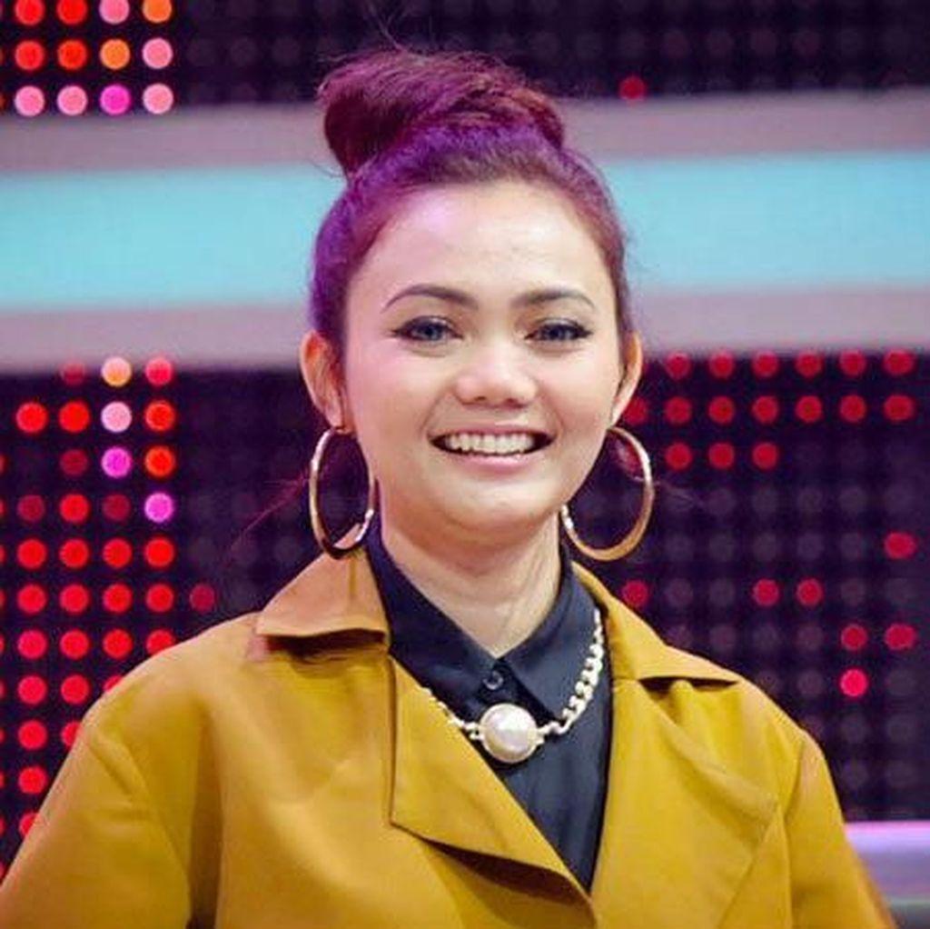 Netizen Kritik Rabbani Beri Hijab Gratis untuk Rina Nose