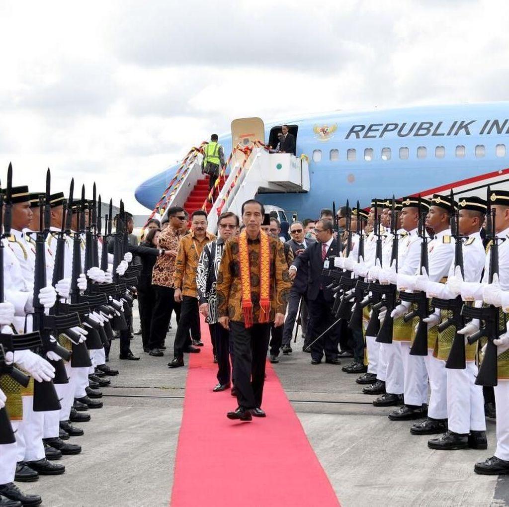 Foto: Kain Serawak di Pundak Jokowi