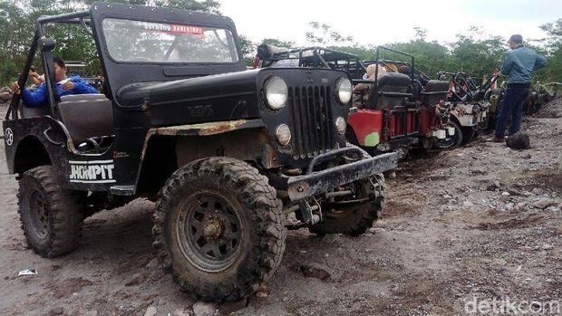 Menjelajah Merapi dengan Jeep Willys