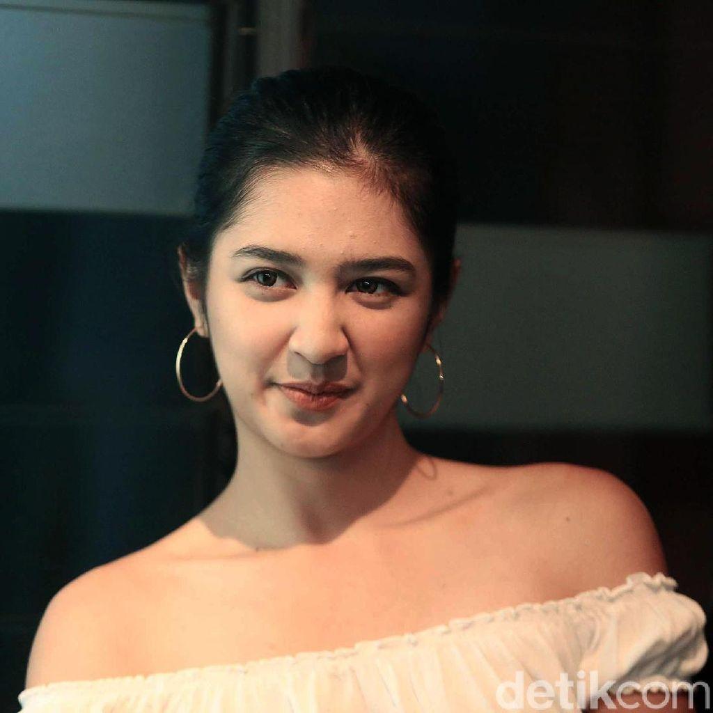 Main Film di Atas Pesawat, Mikha Tambayong Perankan Pramugari