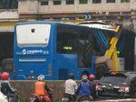 Bus TransJakarta Tersangkut Terowongan Jatinegara, Lalin Macet