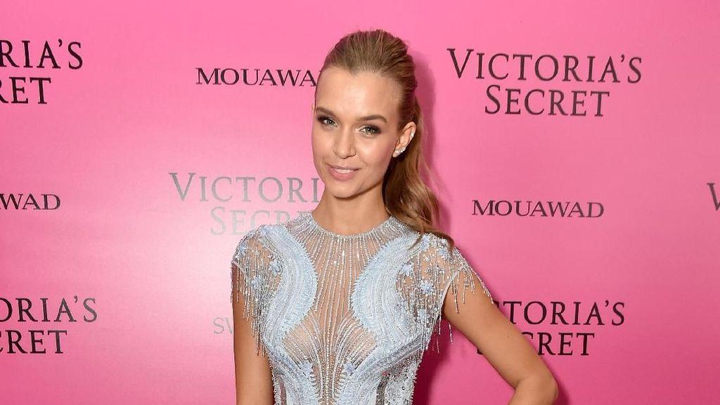 Foto: Gaya Stylish Model Victorias Secret Setelah Berlingerie