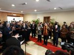 Tiba di Kuching, Jokowi Dikalungi Kain Khas Sarawak