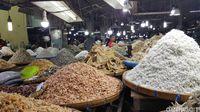 Pasar Central yang menjual beragam ikan asin, termasuk teri Medan.