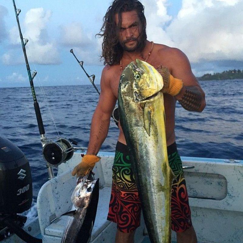 Aquaman hobi mancing lho. Bukan Aquaman namanya kalau tidak jago mancing. Ada yang mau mancing bareng Aquaman?(@prideofgypsies/Instagram)