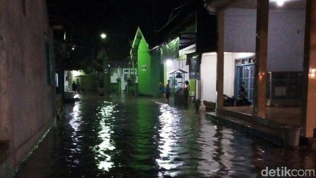 Ketinggian banjir di antara 30-60 centimeter