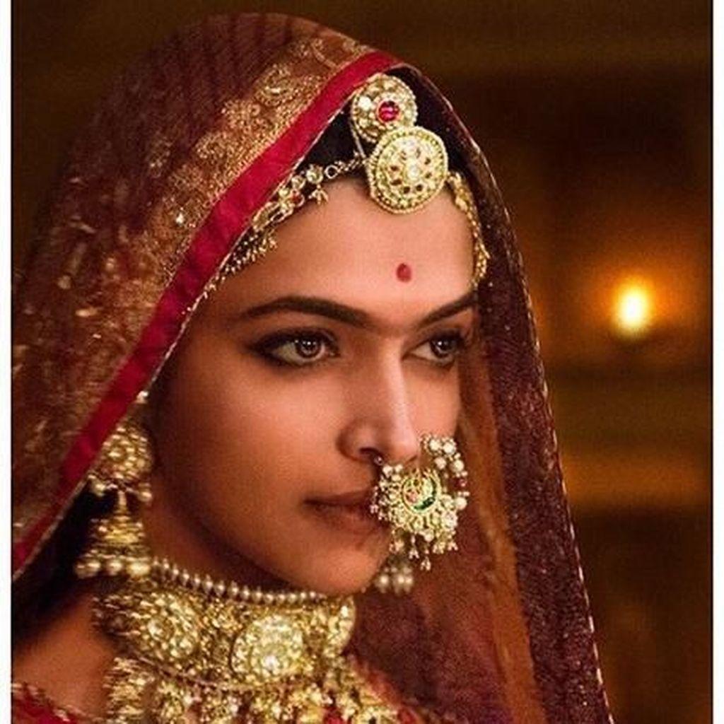 Deepika Padukone Diburu di India, Ustad Somad Terus Diserang