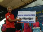 Nelayan Rembang Terima Bantuan Alat Penangkapan Ikan dari KKP